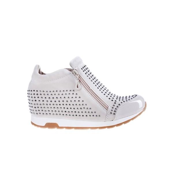 De ce sa iti cumperi o pereche de sneakers de dama online