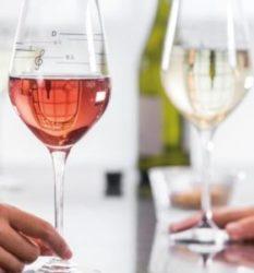 Top 3 vinuri care innobileaza masa de Sarbatori