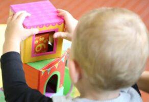 Jocurile-carti, jocurile-calendar si jocurile-cuburi in educatia copiilor